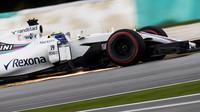 Felipe Massa jiskří v tréninku v Malajsii