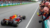 Max Verstappen v cíli závodu v Malajsii