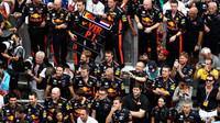 Tým Red Bull z vítězství v závodě v Malajsii