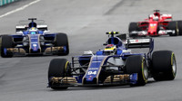 Pascal Wehrlein a Marcus Ericsson v závodě v Malajsii