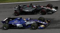 Pascal Wehrlein a Romain Grosjean v závodě v Malajsii