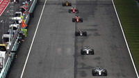 Felipe Massa a Lance Stroll v závodě v Malajsii