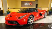 Dubajský autosalon GTR Motors nabízí k prodeji zcela nové Ferrari LaFerrari Aperta. Jeho cena je však závratně vysoká
