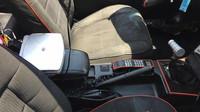 Laciná replika Batmobilu vznikla na základech Fordu Mustang Cabrio z roku 1987
