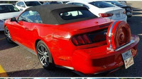 Ford Mustang upravený do stylu starších kupé Lincoln