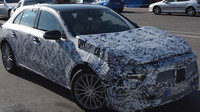 Nová generace vozu Mercedes-Benz A pod maskovací folií