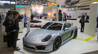 Porsche Cayman E-Volution na výstavě Electric Vehicle Symposium konané ve Stuttgartu