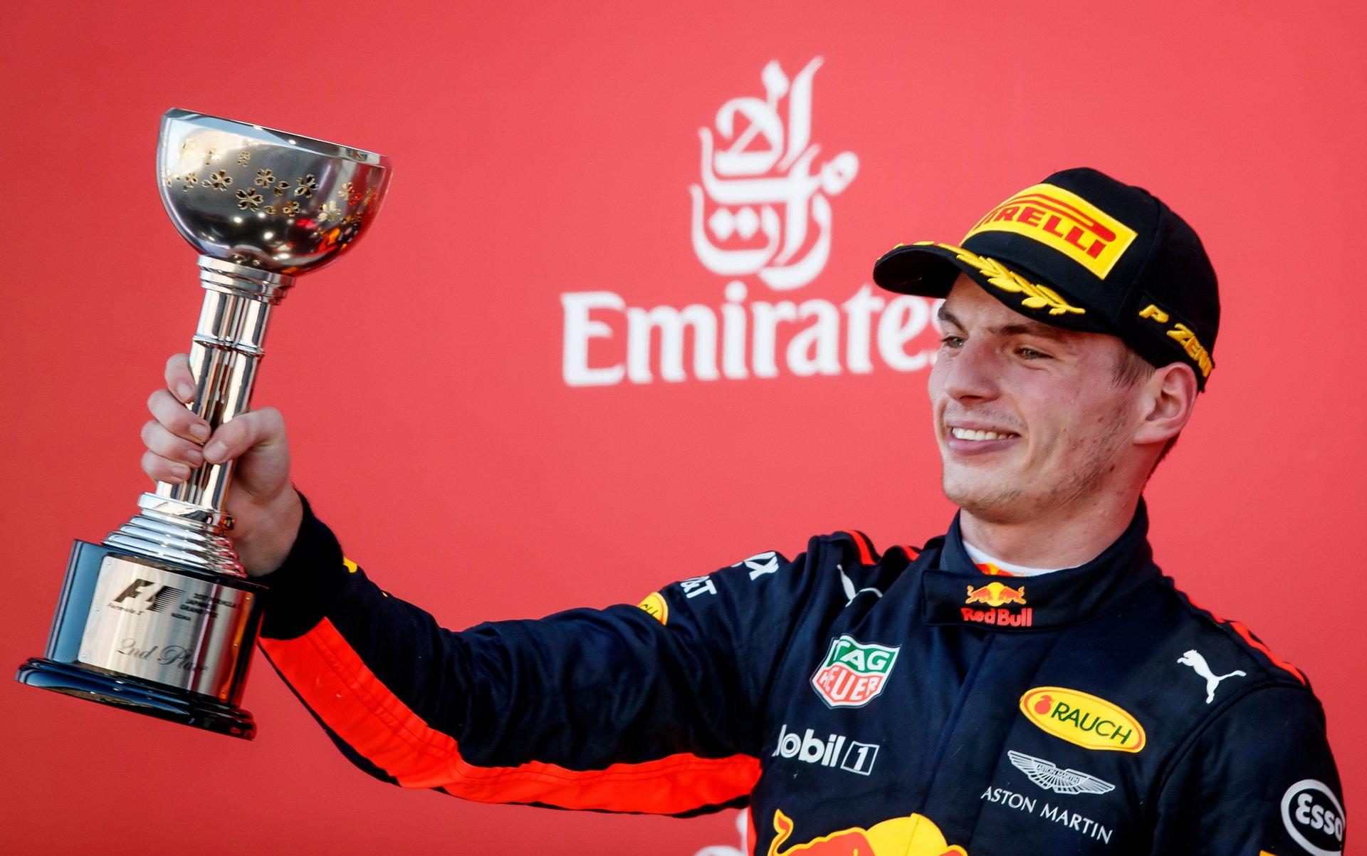 Max Verstappen se musel v Suzuce spokojit s druhým místem, dojel o 1,2 sekundy za Lewisem Hamiltonem