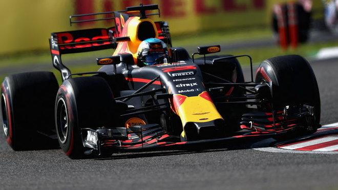 Daniel Ricciardo s Red Bullem v Suzuce
