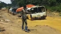 Náklaďáky MAN KAT1 si probíjí cestu džunglí Demokratické republiky Kongo