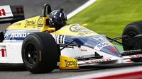 Damon Hill s vozem Williams FW11B poháněným Hondou v Suzuce