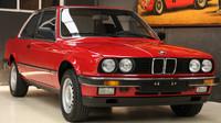 BMW řady 3 generace e30 z roku 1985 s nájezdem pouhých 260 kilometrů