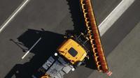 Speciální automatické pluhy postavené na základě těžkého tahače Mercedes-Benz Arocs