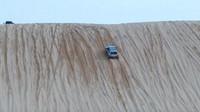 Subaru Forester se nebojácně popralo s pořádnou pouštní dunou