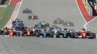 GRAFIKA: Startovní rošt v USA po penalizaci Vettela, Verstappena a jezdců Toro Rosso - anotační foto