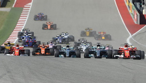 GRAFIKA: Startovní rošt v USA po penalizaci Vettela - anotační obrázek