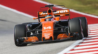 Fernando Alonso s McLarenem v Austinu