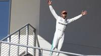 Lewis Hamilton se raduje z vítězství v závodě v Austinu