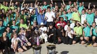Tým Mercedesu se raduje z titulu konstruktéra po závodě v Austinu