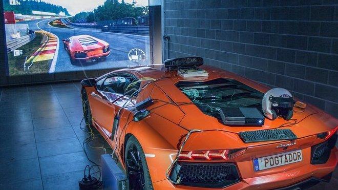 "Lamborghini Aventador jako ""simulátor"" pro hraní Forza Motorsport 7"