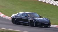 Porsche Mission E během testování na Nurburgringu
