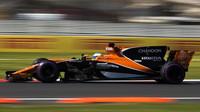 Fernando Alonso s McLarenem MCL32 v Mexiku