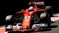 Sebastian Vettel předvedl nejrychlejší čas v závěru 1. tréninku v Abú Zabé