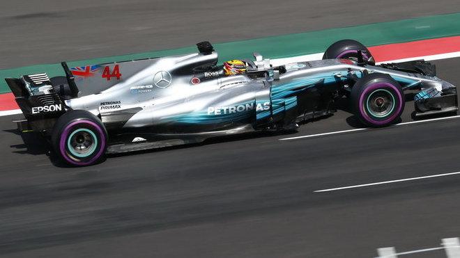 Mistr světa Lewis Hamilton zahájil tréninky v Brazílii stylově