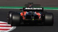 Fernando Alonso v závodě v Mexiku