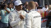 Valtteri Bottas gratuluje Lewisovi Hamiltonovi k 4 titulu mistra světa v Mexiku