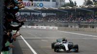 Valtteri Bottas v cíli závodu v Mexiku