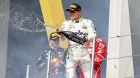Valtteri Bottas na pódiu po závodě v Mexiku