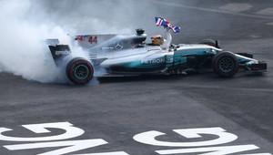 Lewis Hamilton slaví svůj 4 titul mistra světa v Mexiku