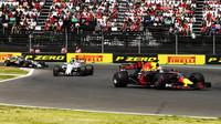 Daniel Ricciardo v závodě v Mexiku
