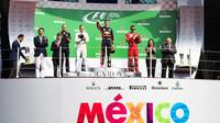 Nejlepší jezdci na póodiu po závodě v Mexiku