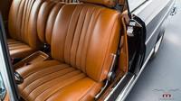 Mercedes-Benz W111 ukrývá pod kapotou moderní 5.5 litrovou V8 z dílny AMG
