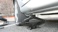 Jak opravit píchlou pneumatiku? Způsoby, o kterých jste asi nevěděli - anotační foto