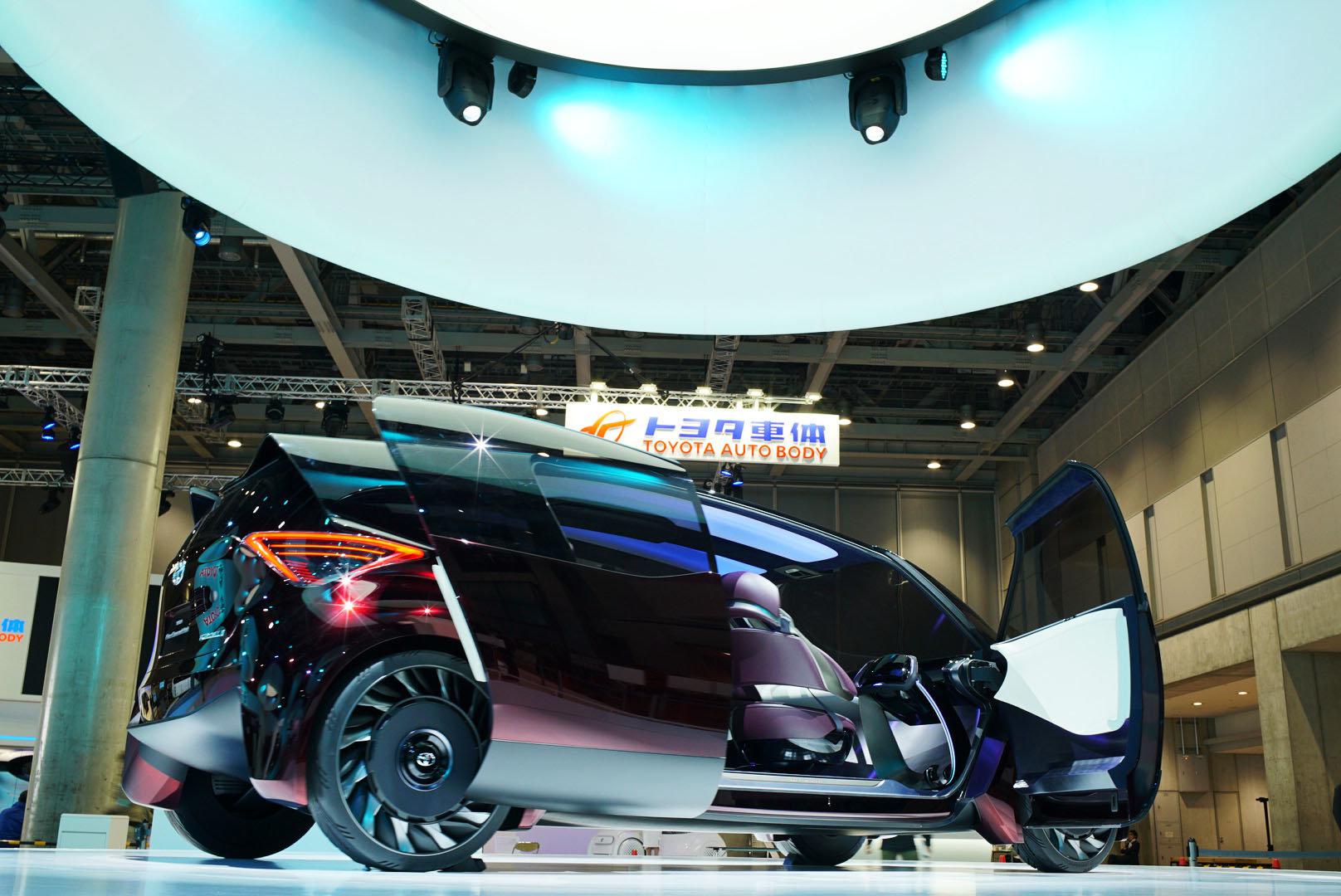 """Toyota představila své ¨""""Plné pneumatiky bez vzduchu"""""""