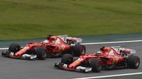 Kimi Räikkönen a Sebastian Vettel v kvalifikaci v Brazílii
