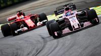 Sergio Pérez a Sebastian Vettel v kvalifikaci v Brazílii
