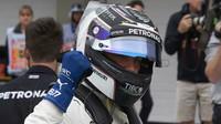 Valtteri Bottas po vítězné kvalifikaci v Brazílii