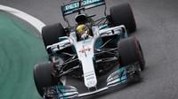 Lewis Hamilton v kvalifikaci v Brazílii