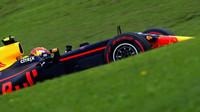 Max Verstappen v kvalifikaci v Brazílii