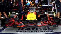 Přední křídlo vozu Red Bull RB13 - Renault v kvalifikaci v Brazílii