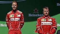 Sebastian Vettel a Kimi Räikkönen na pódium po závodě v Brazílii
