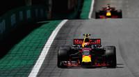Max Verstappen a Daniel Ricciardo v závodě v  Brazílii