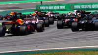 Daniel Ricciardo a Max Verstappen v závodě v Brazílii