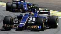 Pascal Wehrlein a Marcus Ericsson v závodě v Brazílii