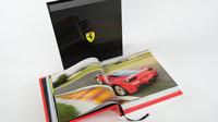"""Vzácná a velice drahá kniha """"The Official Ferrari Opus"""""""