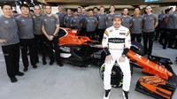 Fernando Alonso se svými mechaniky v Brazílii